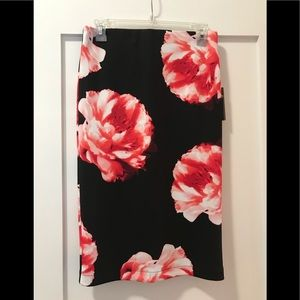Gorgeous Vince Camuto floral pencil skirt XS